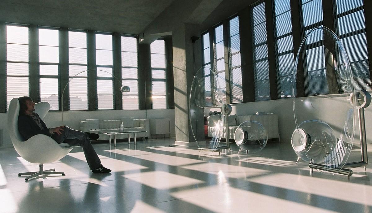FHOO1 Loudspeaker by Ferguson Hill in large white room